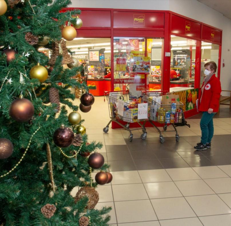 Önkénteseink Advent harmadik hétvégéjén 125 áruházban várták az adományokat